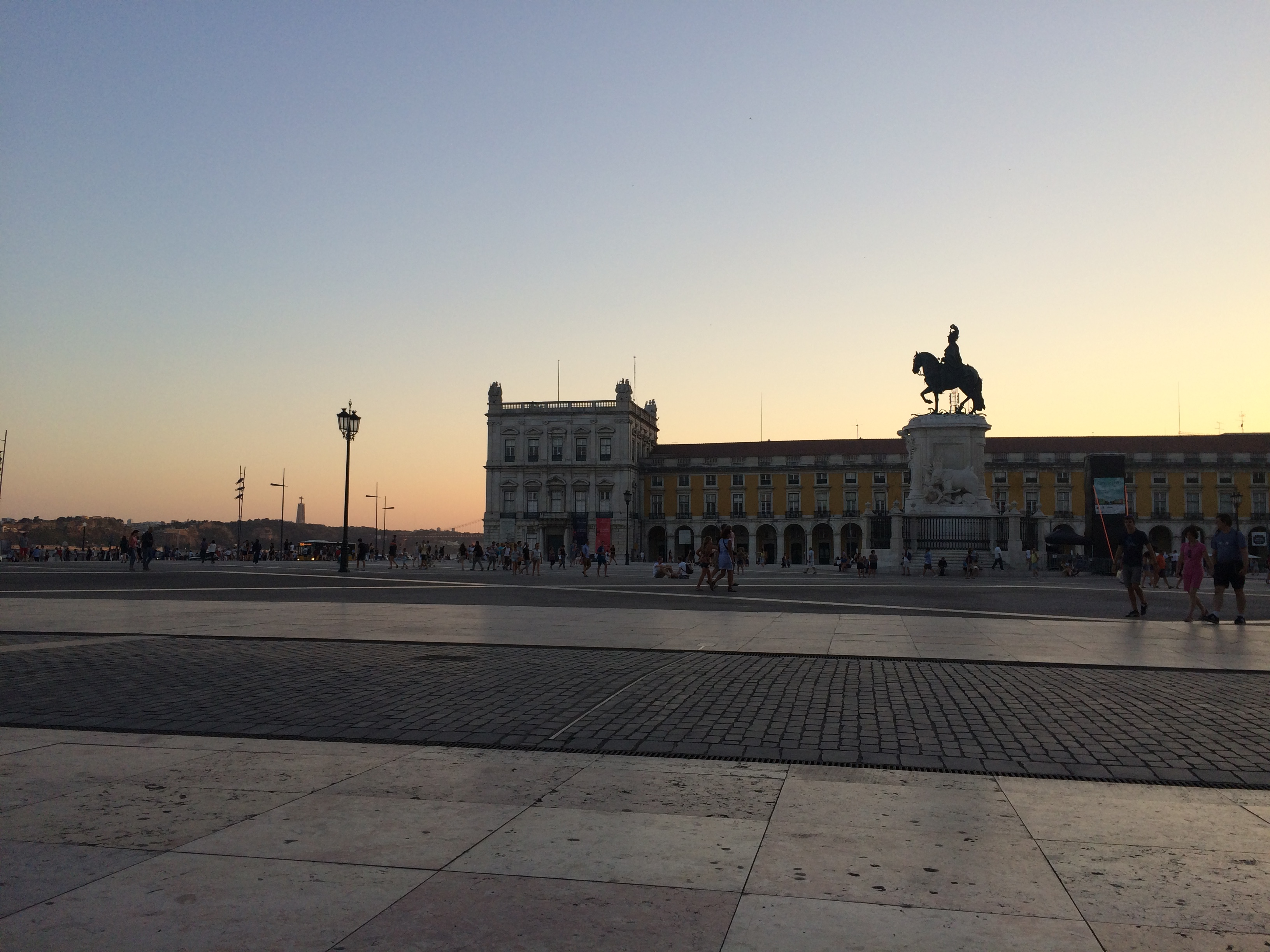 LISBON DIARIES – Sunset at Praça do Comercio [Day 1]