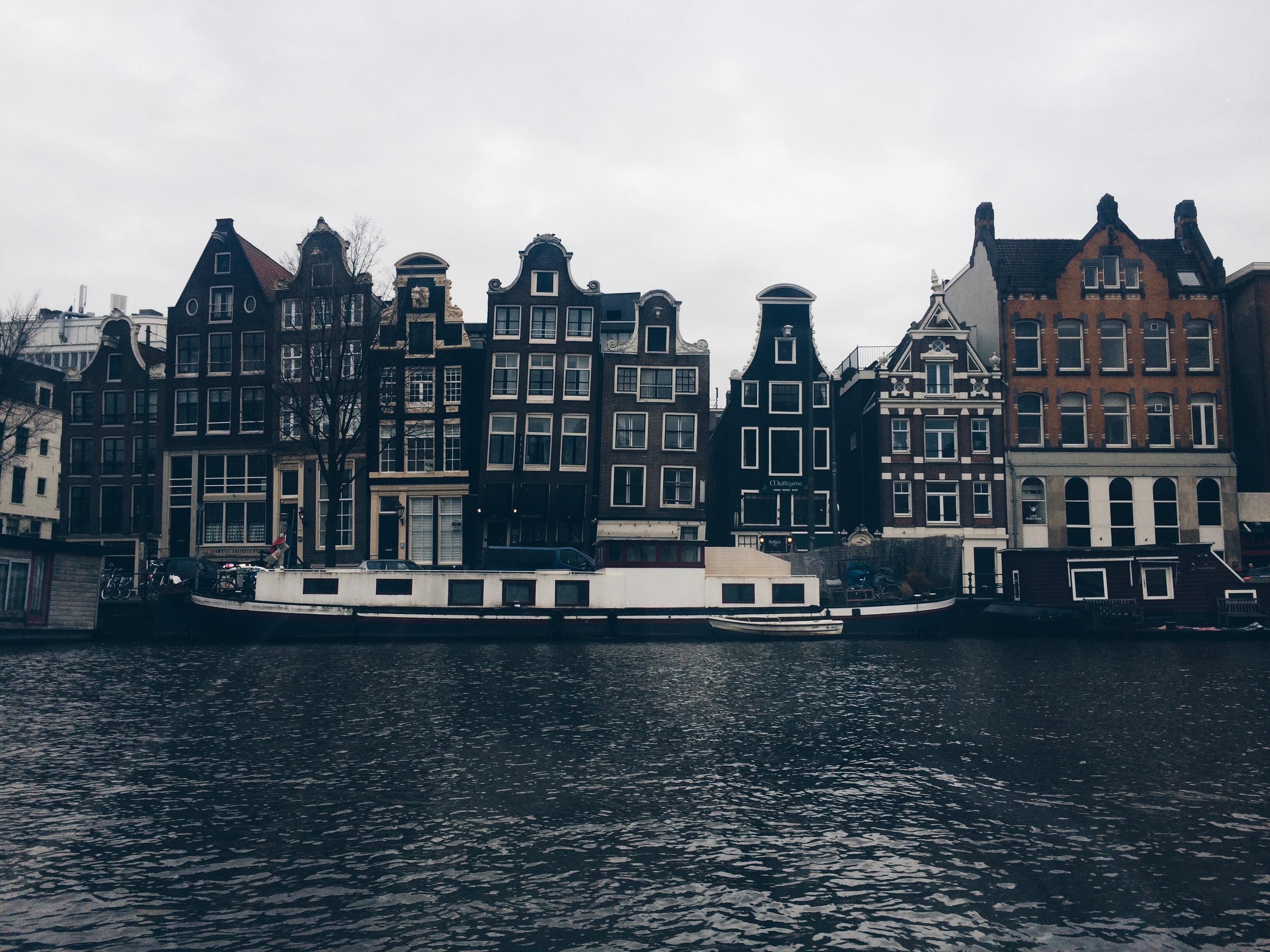 5 Conseils pour Profiter d'Amsterdam sous la Pluie